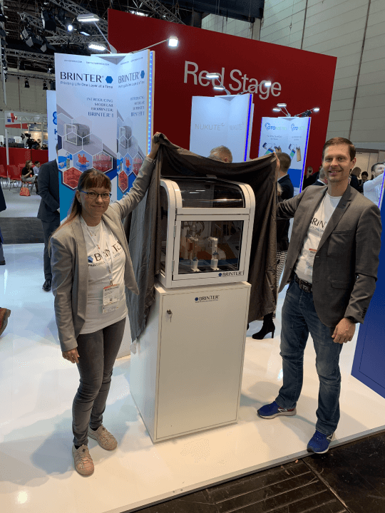 2018-11-13_brinter_1_bioprinter_unveiling_#medica2018__ scalable 3D bioprinter